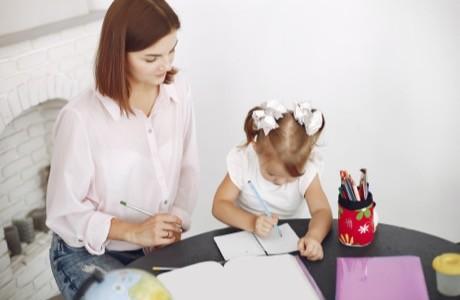Comment accompagner son enfant dans sa scolarité bilingue?